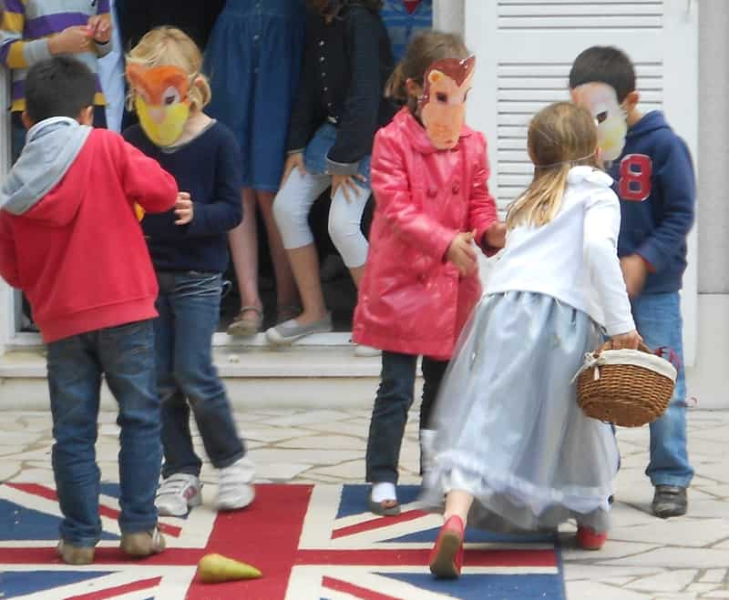 children acting Hetty and the Lion with masks