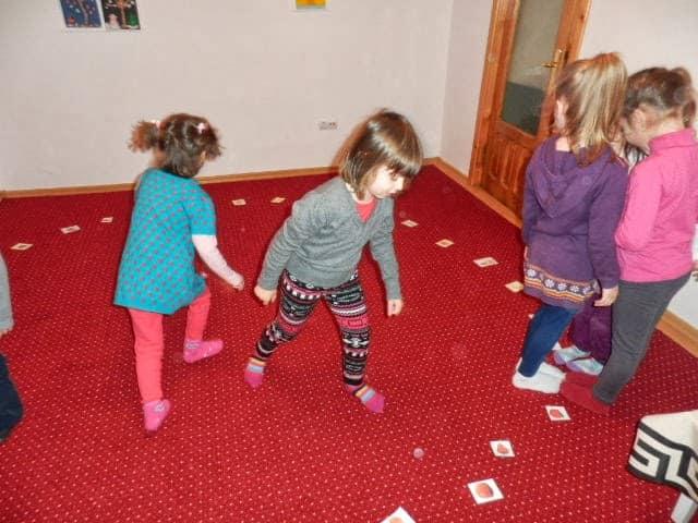 Preschool EAL learners playing musical flashcards