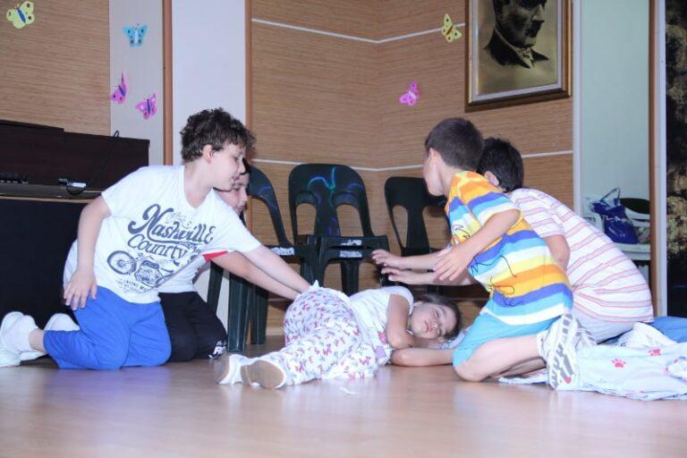 kids acting skit